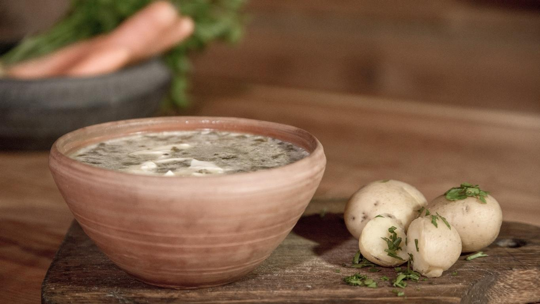 Rūgštynių sriuba su miežinėmis kruopomis