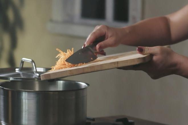Skābētu kāpostu zupa ar kūpinātām ribiņām
